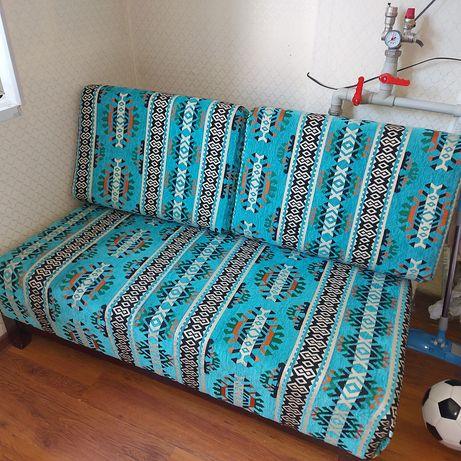 Диван в узбекском стиле диванчик в отличном состоянии 140см длина 80см