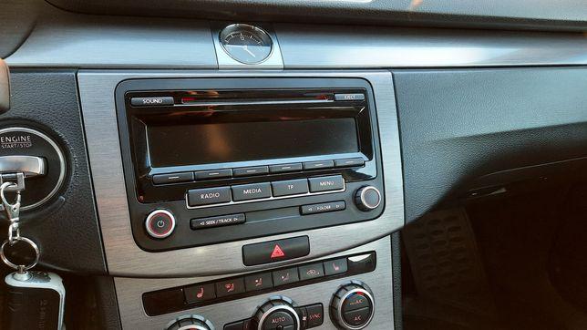 Продам штатную магнитолу на VW оригинал