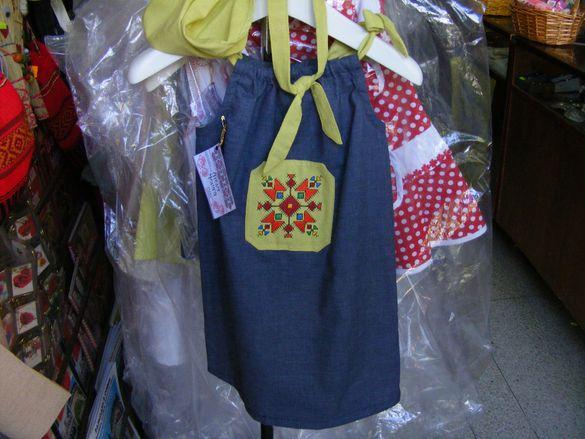 Рокля за дете с български шевици и аксесоар за глава