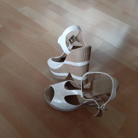 Продава Обувки-сандали