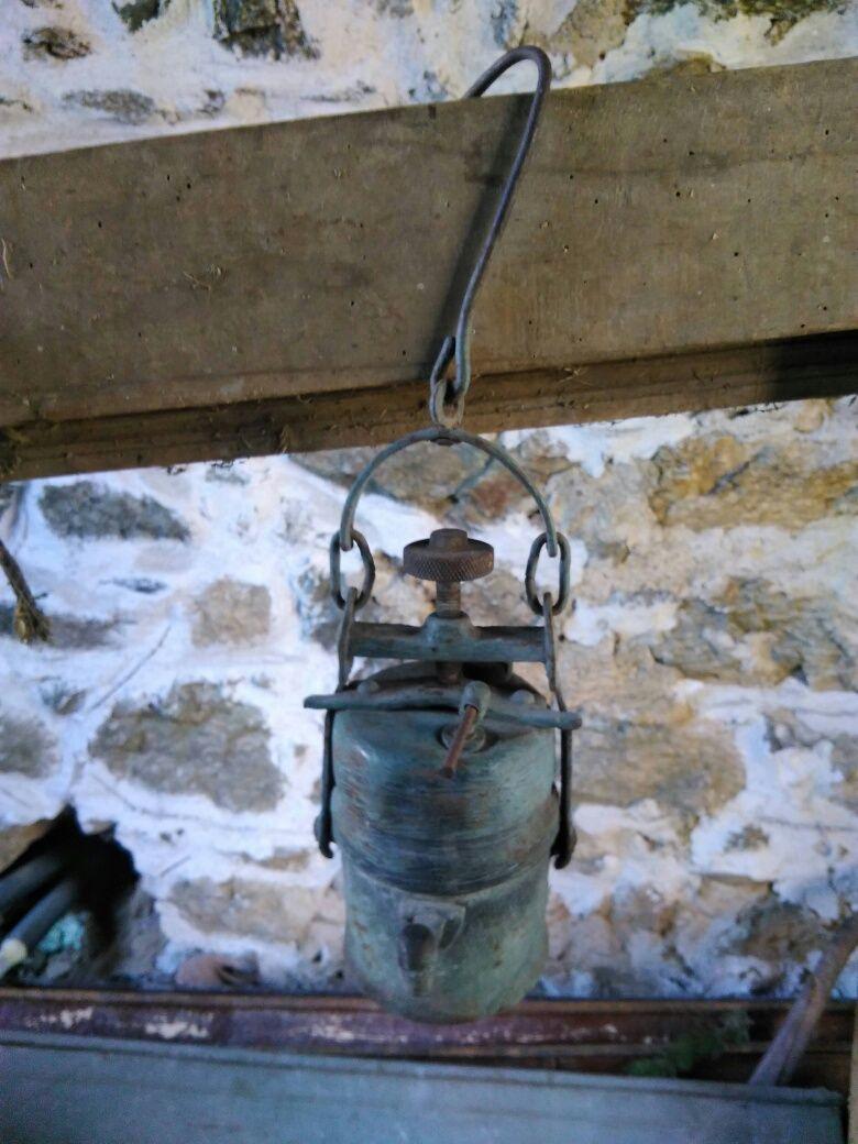Продавам стара карбидна лампа