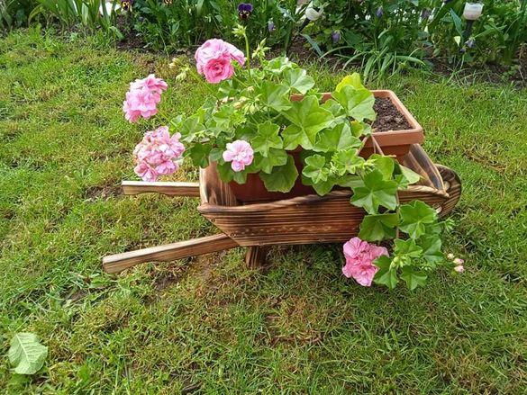 Дървена количка за декорация
