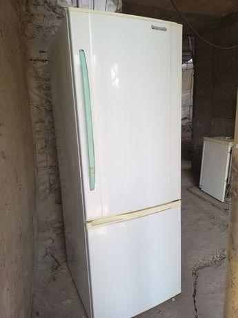 Рабочий холодильник двухкамерный широкий