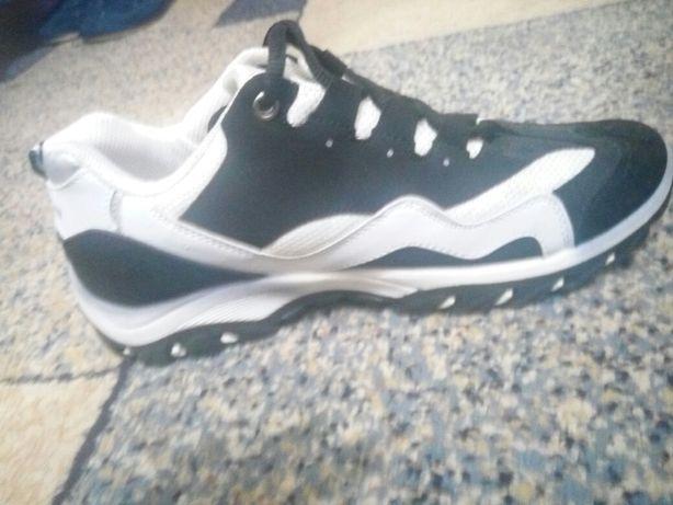 Срочно продам кроссовки 40-41 размер ,и есть кеды Пума цена смешная