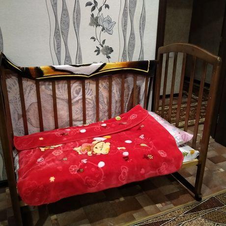 Продам детскую кроватку с матрасом.