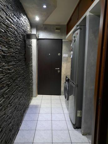 Vând apartament cu doua camere