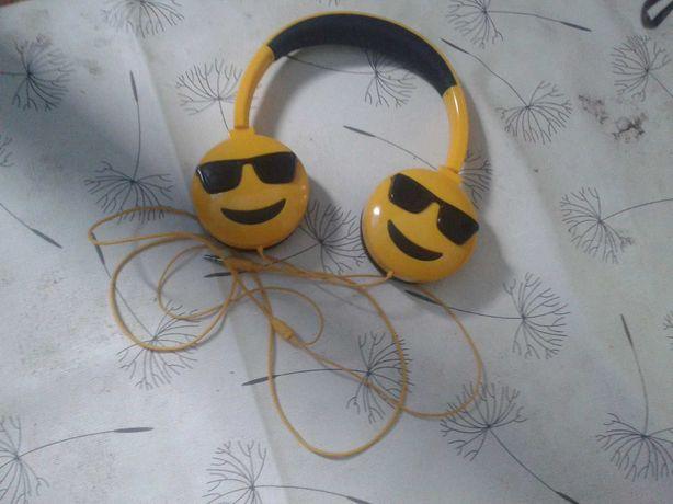 Casti yellow ideale pentru muzica