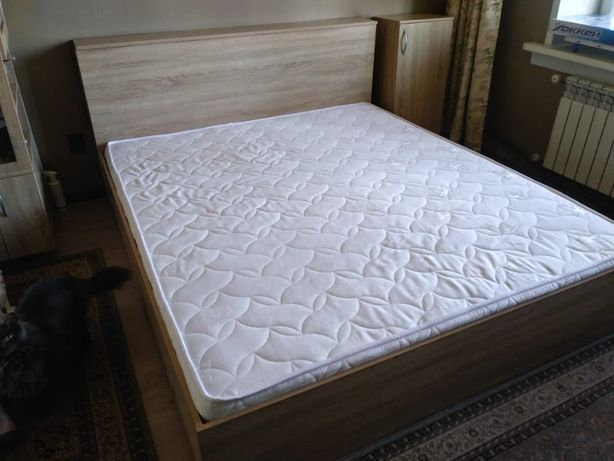 Двуспальная кровать с тумбой + отличный матрас