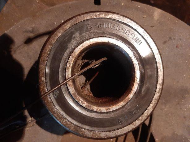 Подшипники,а также цепи на колеса