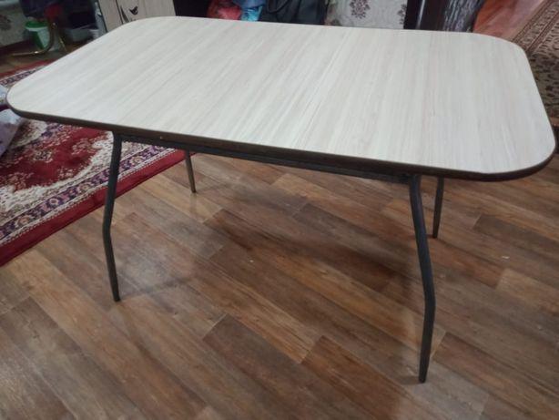 Продам кухонный стол (есть в наличии стулья)