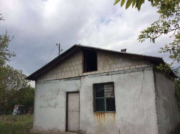 Продавам къща с дворно място в село Черноземен