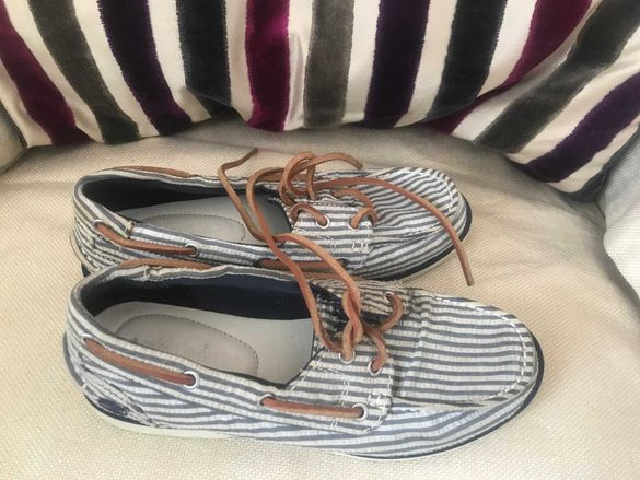 Продавам дамски обувки Timberland