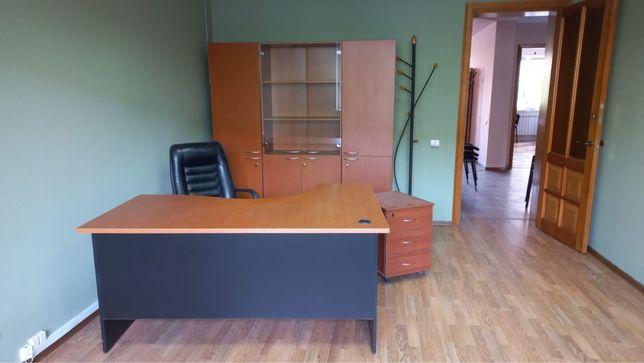 Офисная мебель: столы, шкафы, стулья, тумбы, вешалки