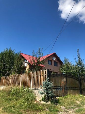 Vand casa pe malul lacului Moacsa/Padureni, jud Covasna