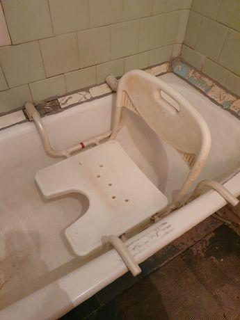 Сиденье для ванны для купания маломобильных людей