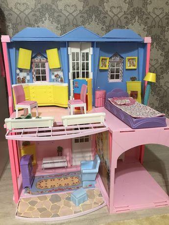 Продам кукольный дом с мебелью и машиной