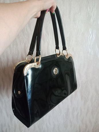 Продам статусную лаковую сумку для респектабельной дамы