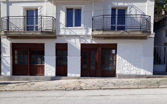 Къща на центъра в с. Храбрино