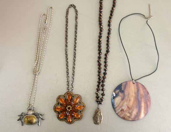 гривни, пръстени, медальони, обеци, колиета, накити