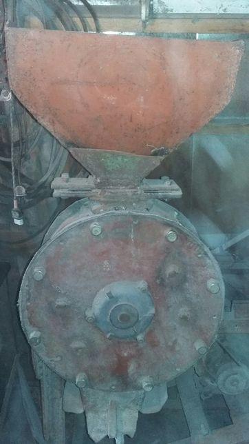 Продается зернодробилка