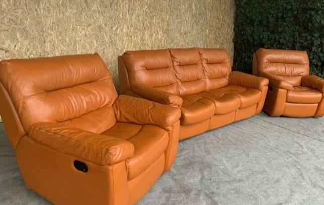Комплект мягкой кожаной мебели, диван-кровать и кресла
