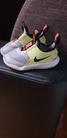 Pantofi sport mărimea 23,5