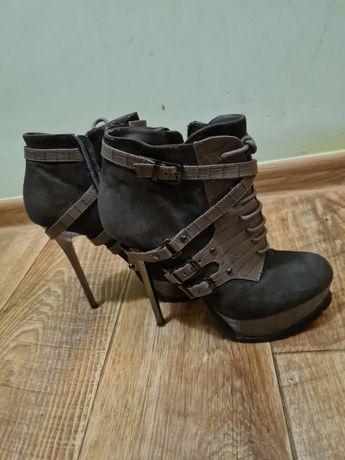 Женская кожаная обувь б/у,  любая пара за 3000 тенге