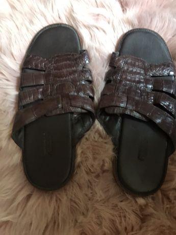 Уникални поръчкови чехли от крокодилска кожа