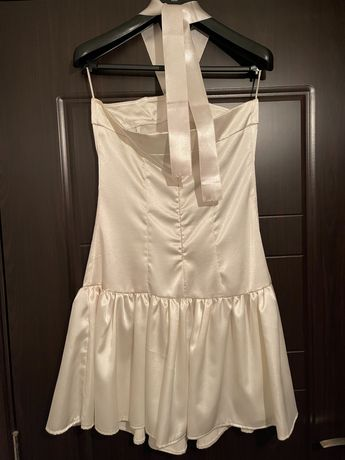 Луксозна стилна бяла  сатенена рокля