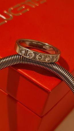 Продам кольцо белое золото с бриллиантом