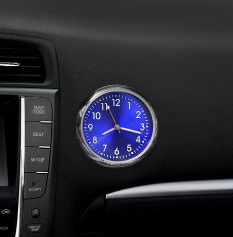Елегантен часовник за кола