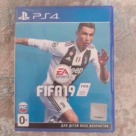 Игра для PS4 Fifa 19 в отличногм состоянии