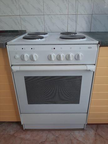 Продам срочно кухонную плиту