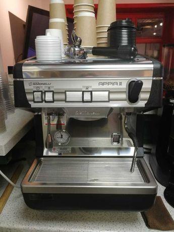 Продам кофемашину  Simonelli Appia II 1 с кофемолкой