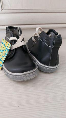 Кожаная новая обувь на 3-4года