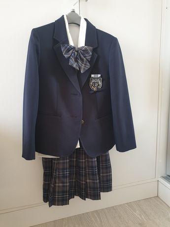 Школьный костюм на девочку  140 см