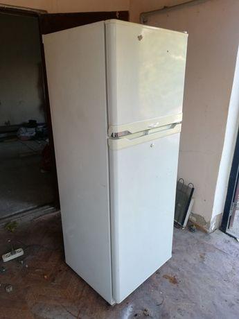 Холодильник в отличном состоянии морозит и холодить полностью рабочий