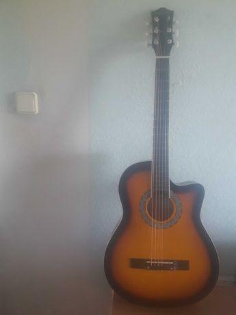 Продам гитару писать на ватцап