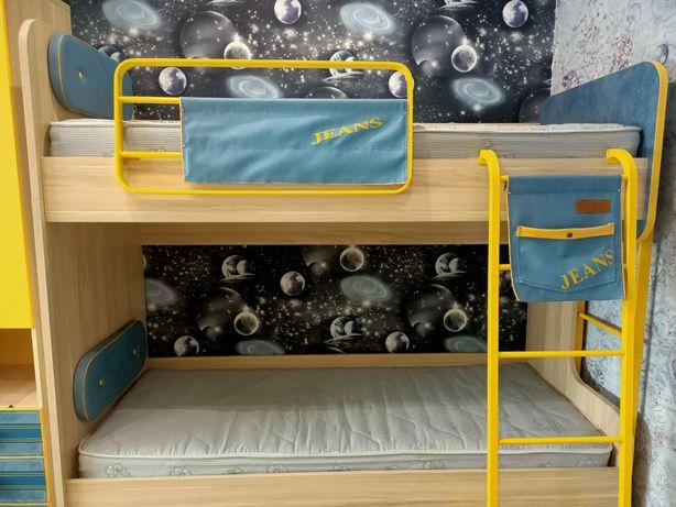Продам 2-х ярусную детскую кровать.