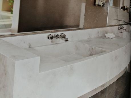 Изработка на плотове за баня и кухня от акрилен камък