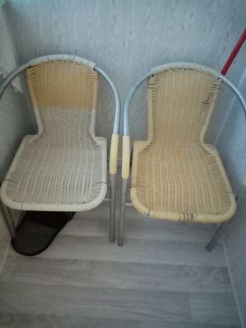 Продам два плетеных  кресла