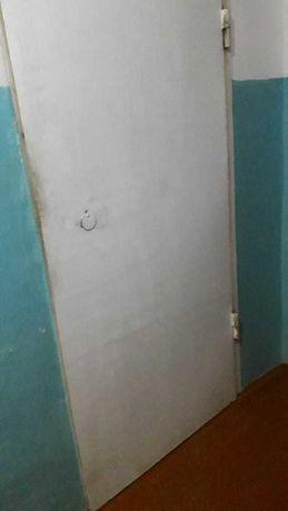 Продам входную железную дверь, б/у, цена 17тысяч тенге
