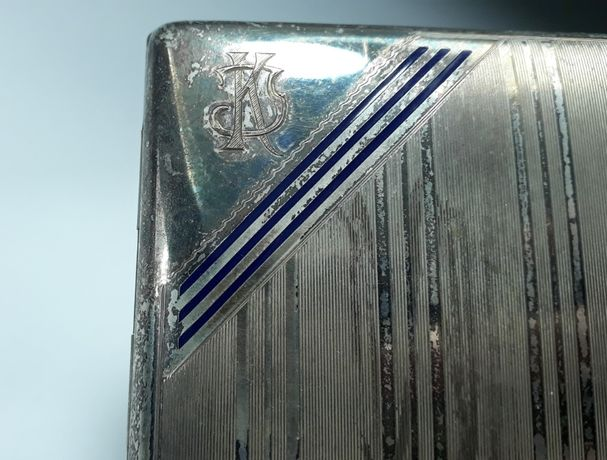 Tabachera veche Art Deco din metal cu ornamente emailate si monograma