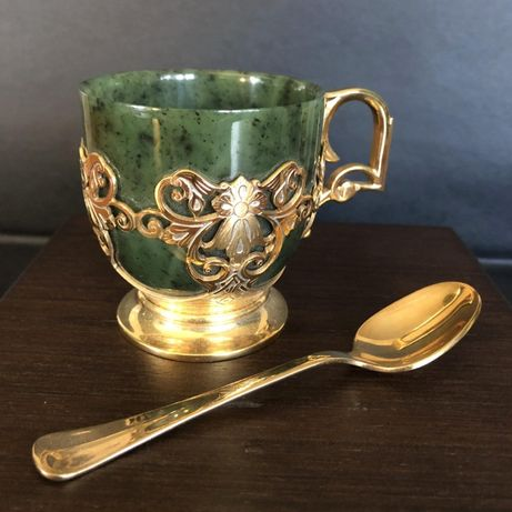 """Кофейная чашка """"Нефрит"""" из золота и нефрита сувенир на подарок"""