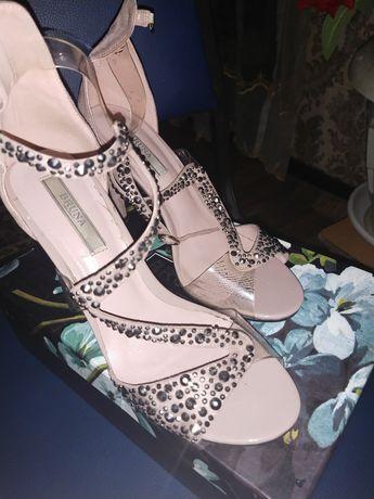 Туфли почти новые 5000 купила за 15000