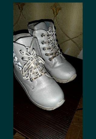 Продам ботиночки р29 на флисе