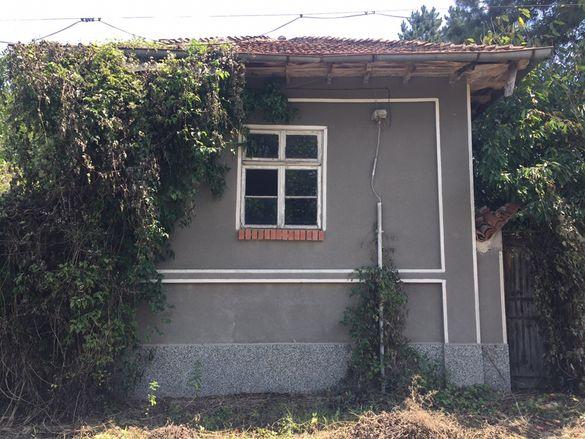 Продавам двуетажна къща в село Побит камък