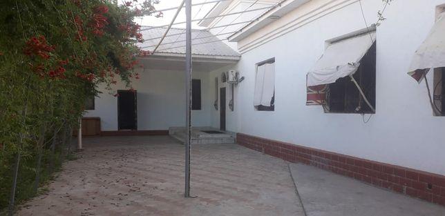 Дом в центре большой