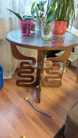 Красивый.Стол для кухни.