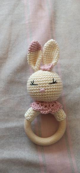 Плетена дрънкалка заек